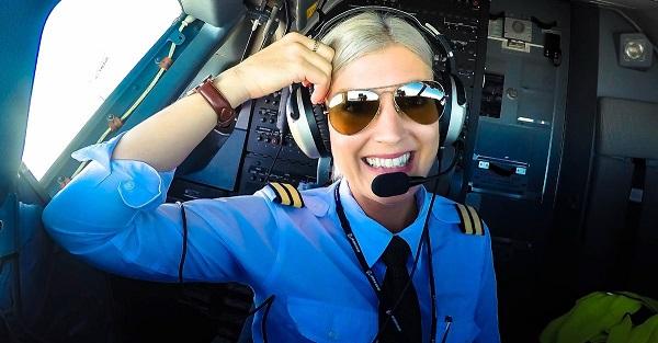 Highperformer Maria im Cockpit