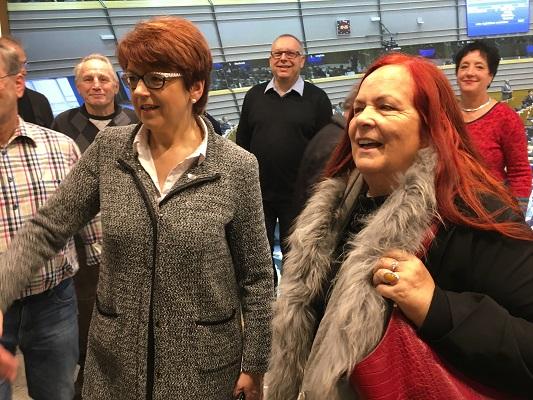 Frau Dr. Inge Grässle, rechts daneben meine Frau Elfi